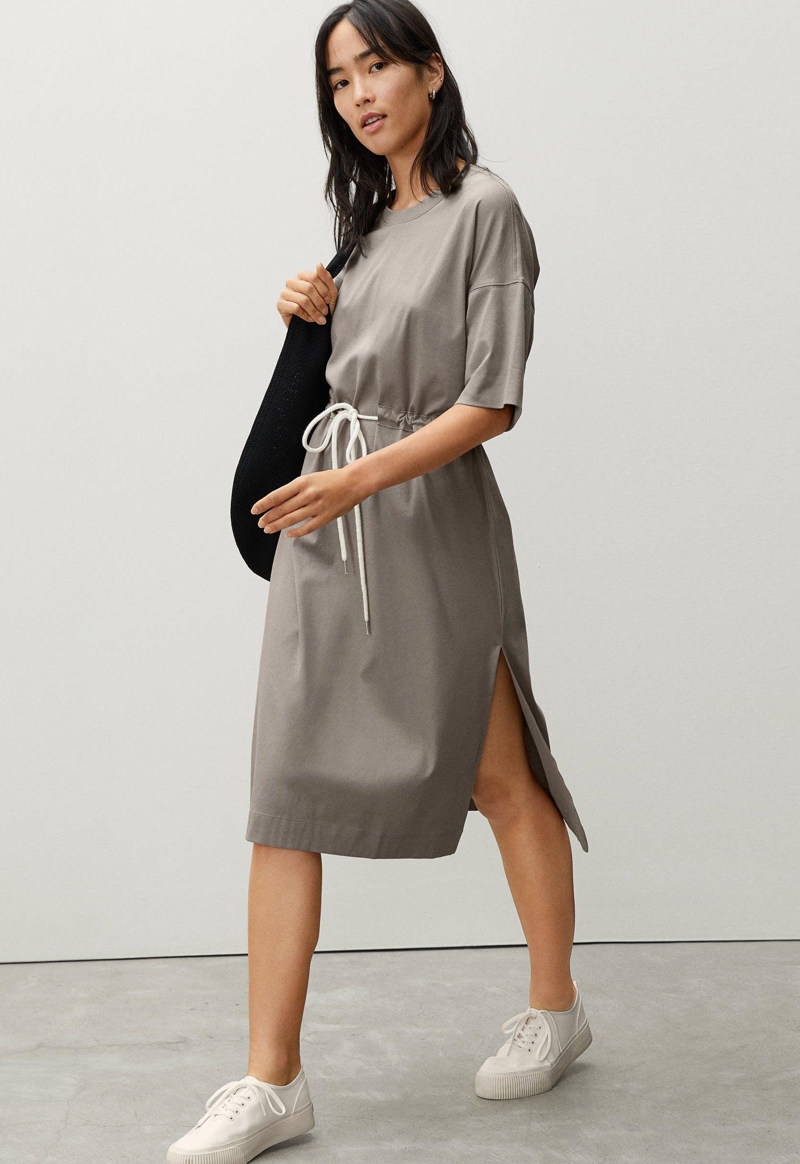model wearing the grey dress