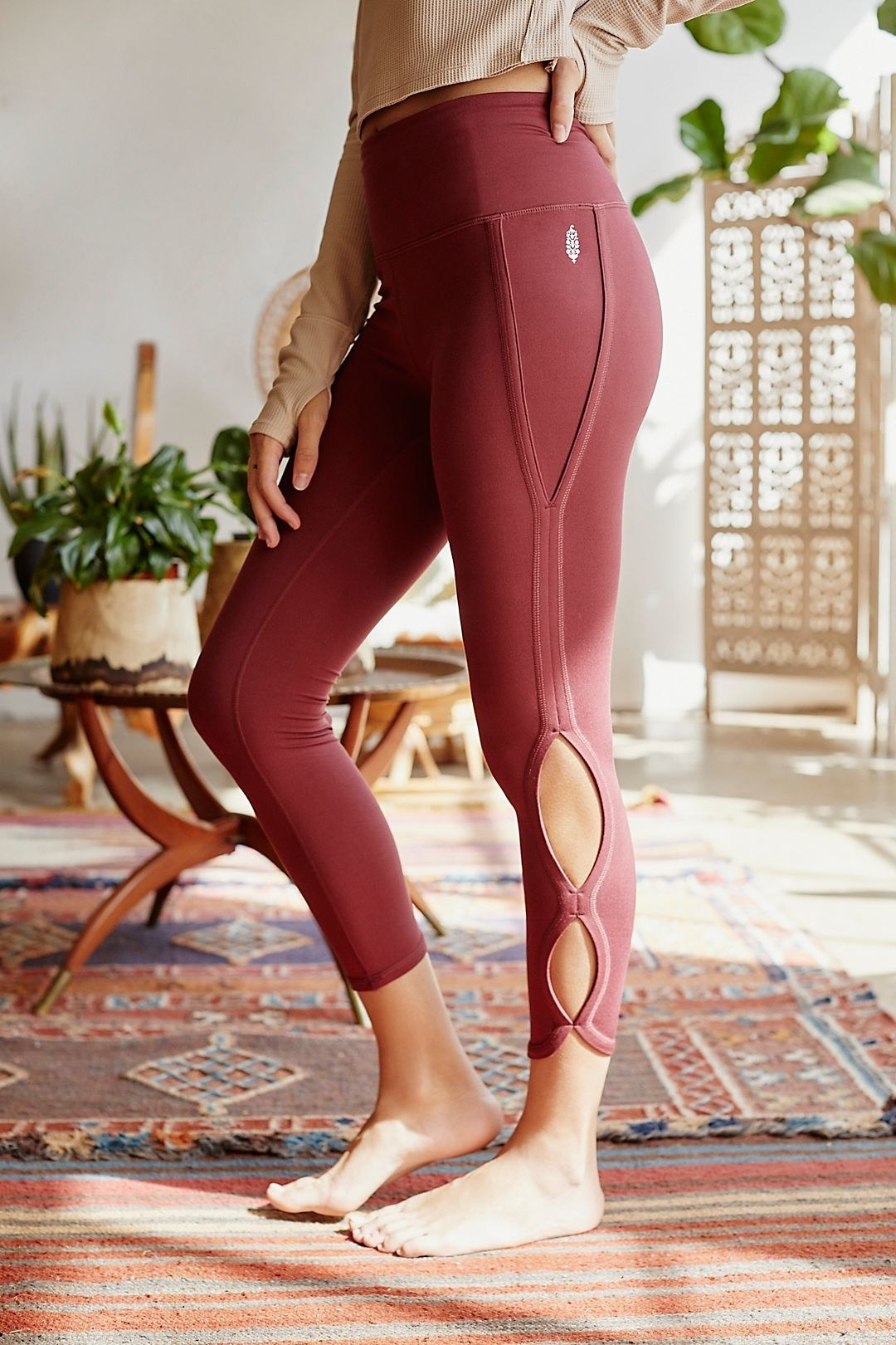 close up of the High-Rise 3/4 Infinity Leggings in redwood on a model