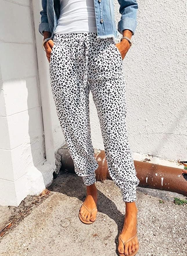 a model wearing the pants in white leopard