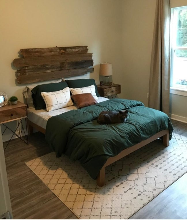 A green duvet cover in a reviewer's home