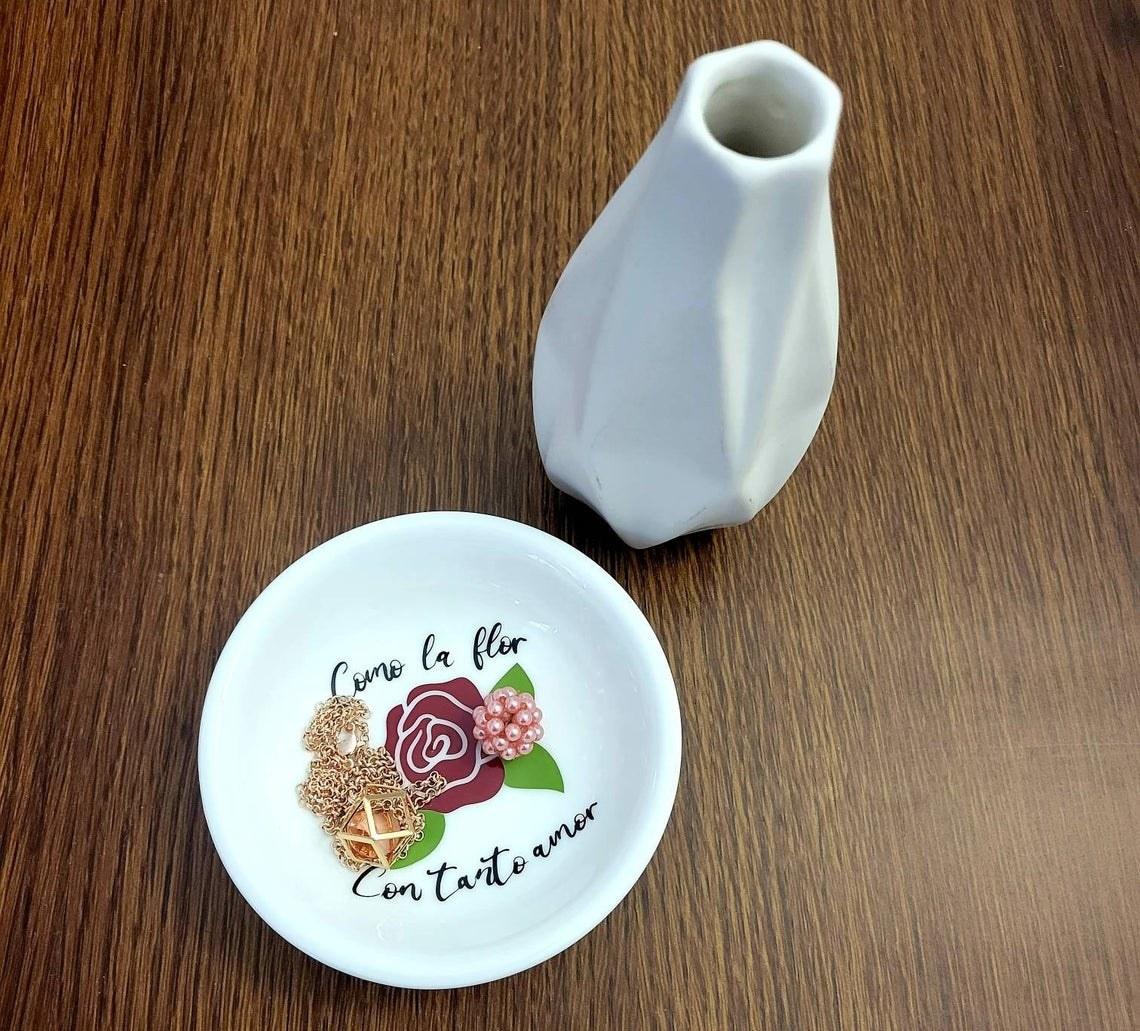 The Selena inspired Como la Flor ring/jewelry dish holder