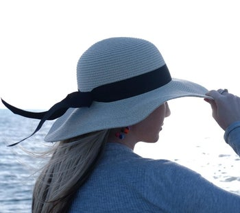 A reviewer's hat from the back, with the ribbon waving in the wind