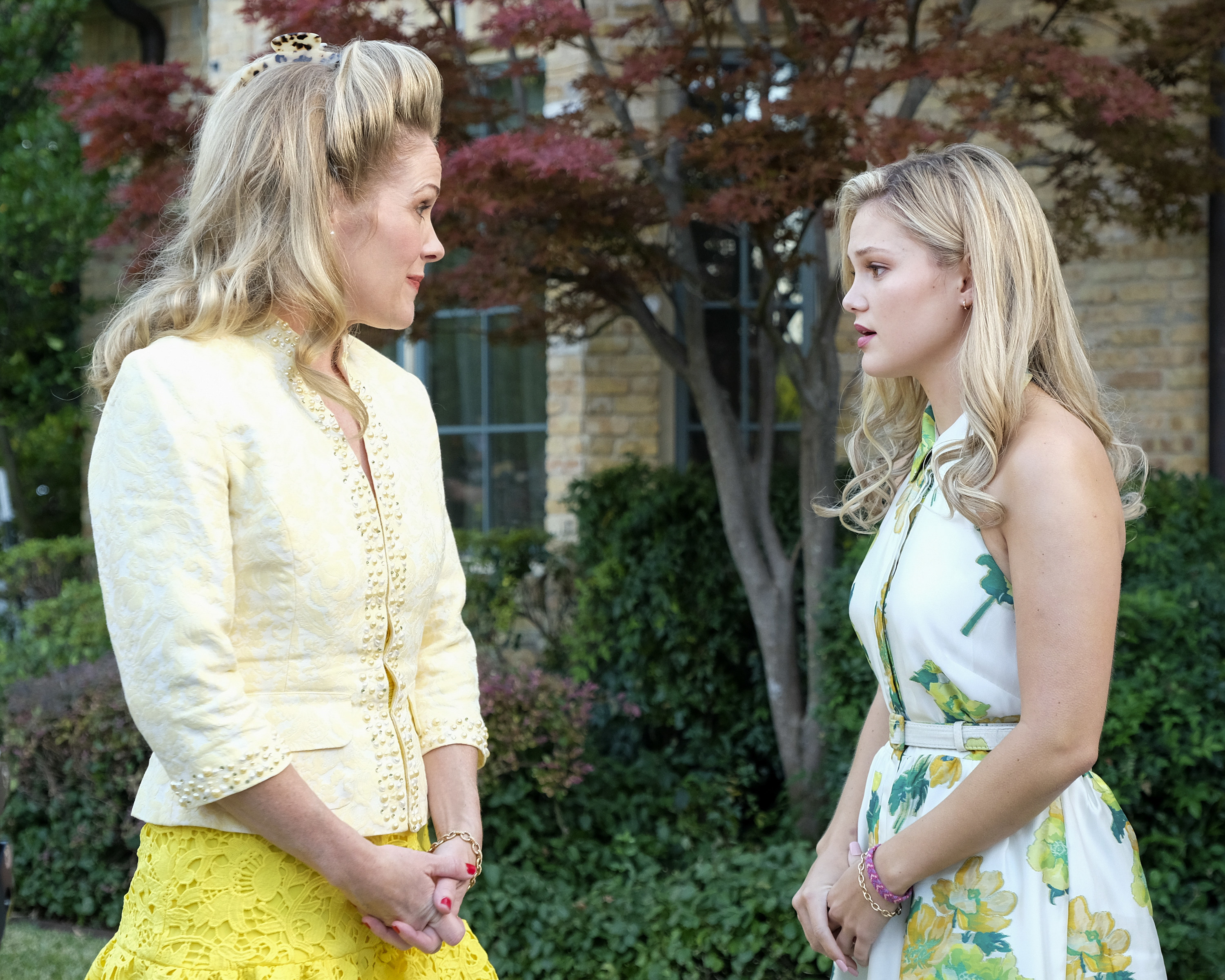 """Cruel Summer"" character Kate talking with her mom outside."