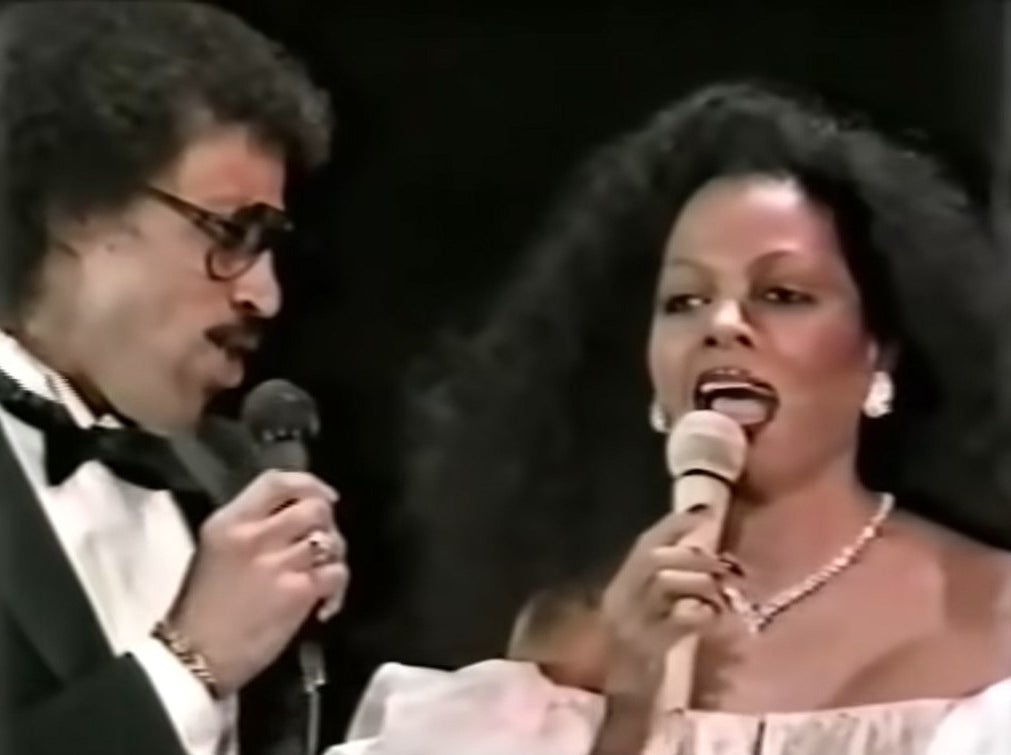 Diana Ross and Lionel Richie sing at the Oscars