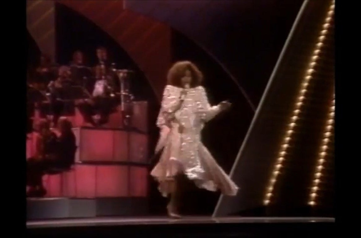 Deniece Williams performs at the Oscars