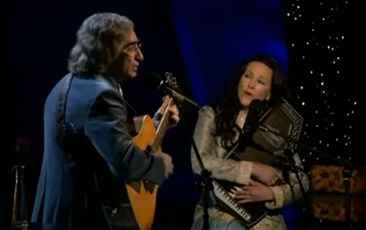 Eugene Levy and Catherine O'Hara sing at the Oscars