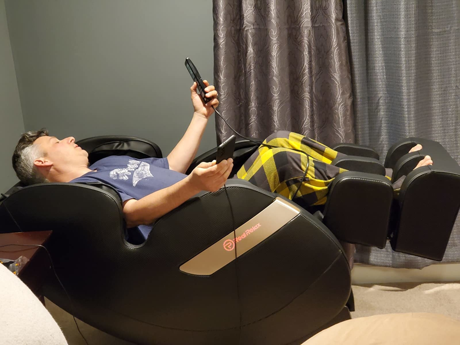Reviewer relaxes and reclines in the chair