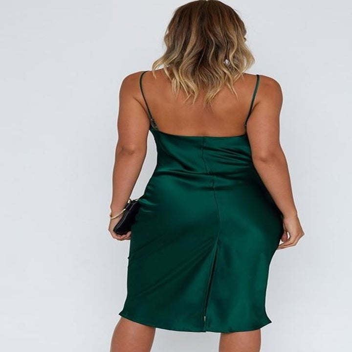 the model showing the back of the dress