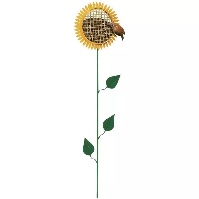 The sunflower-shaped bird feeder