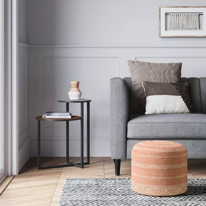 The pouf in coral