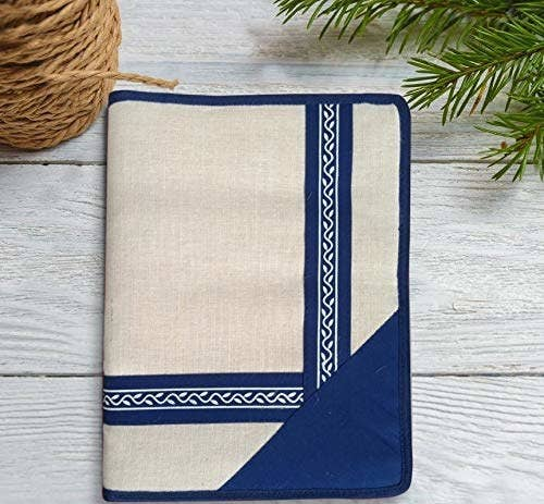 A blue and beige jute folder.