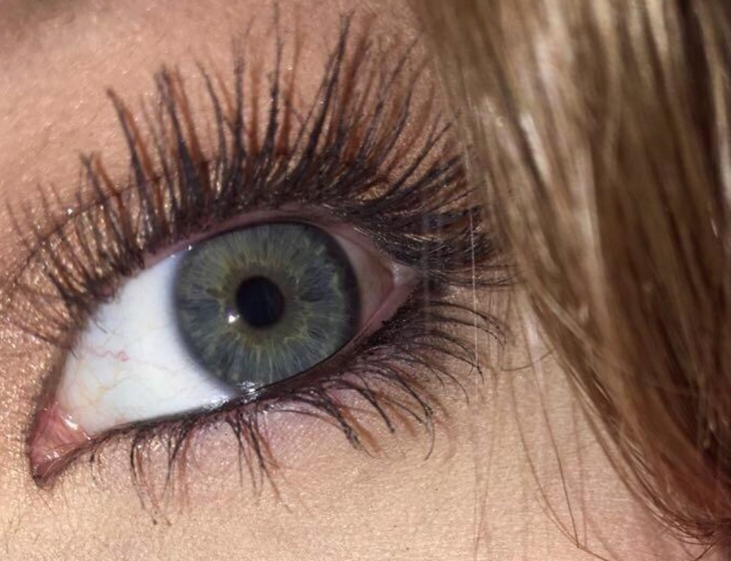 Reviewer Photo: The Buxom mascara in action