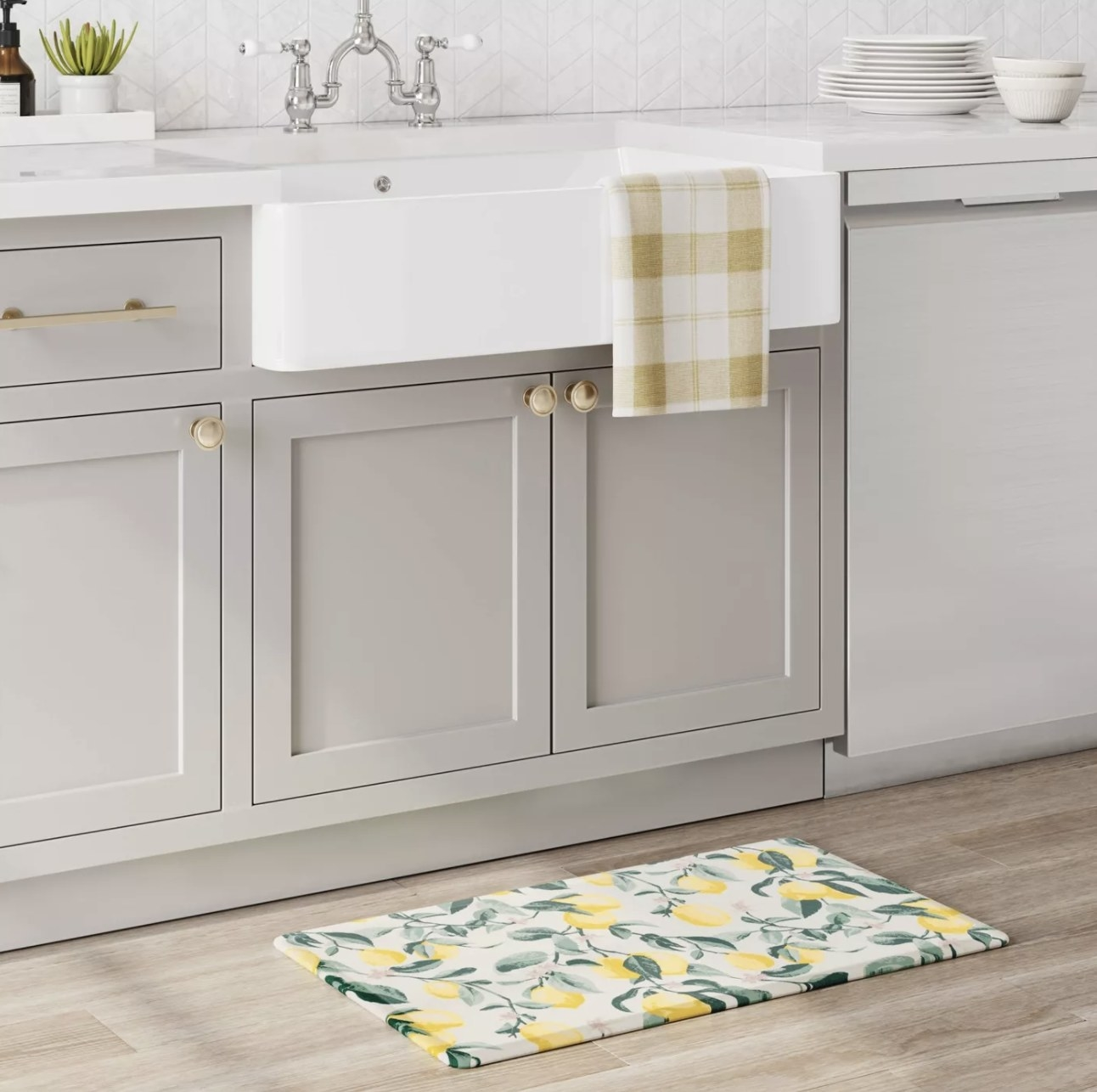 Lemon printed mat in kitchen