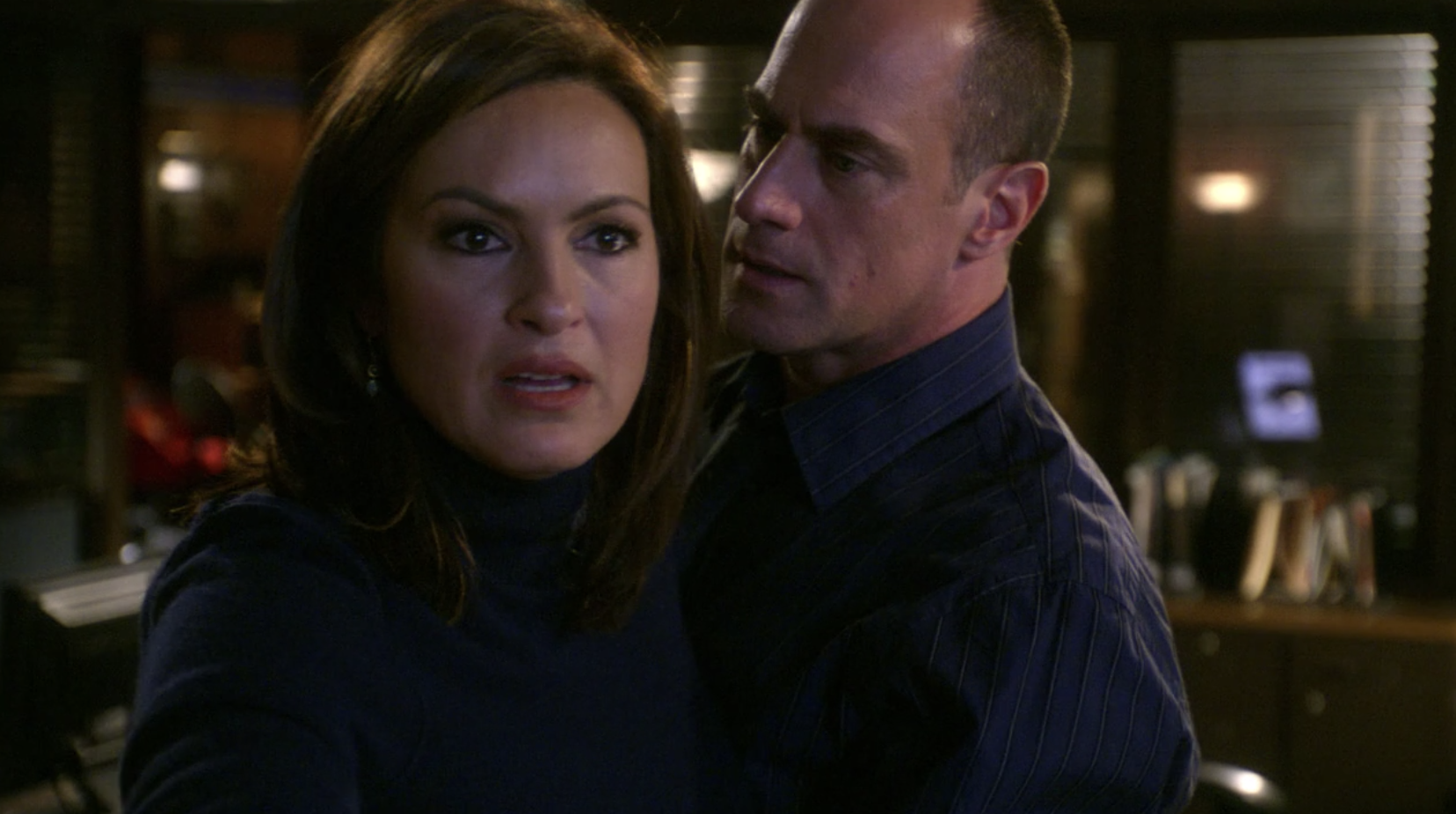Stabler bracing Benson as they remove Calvin from her custody