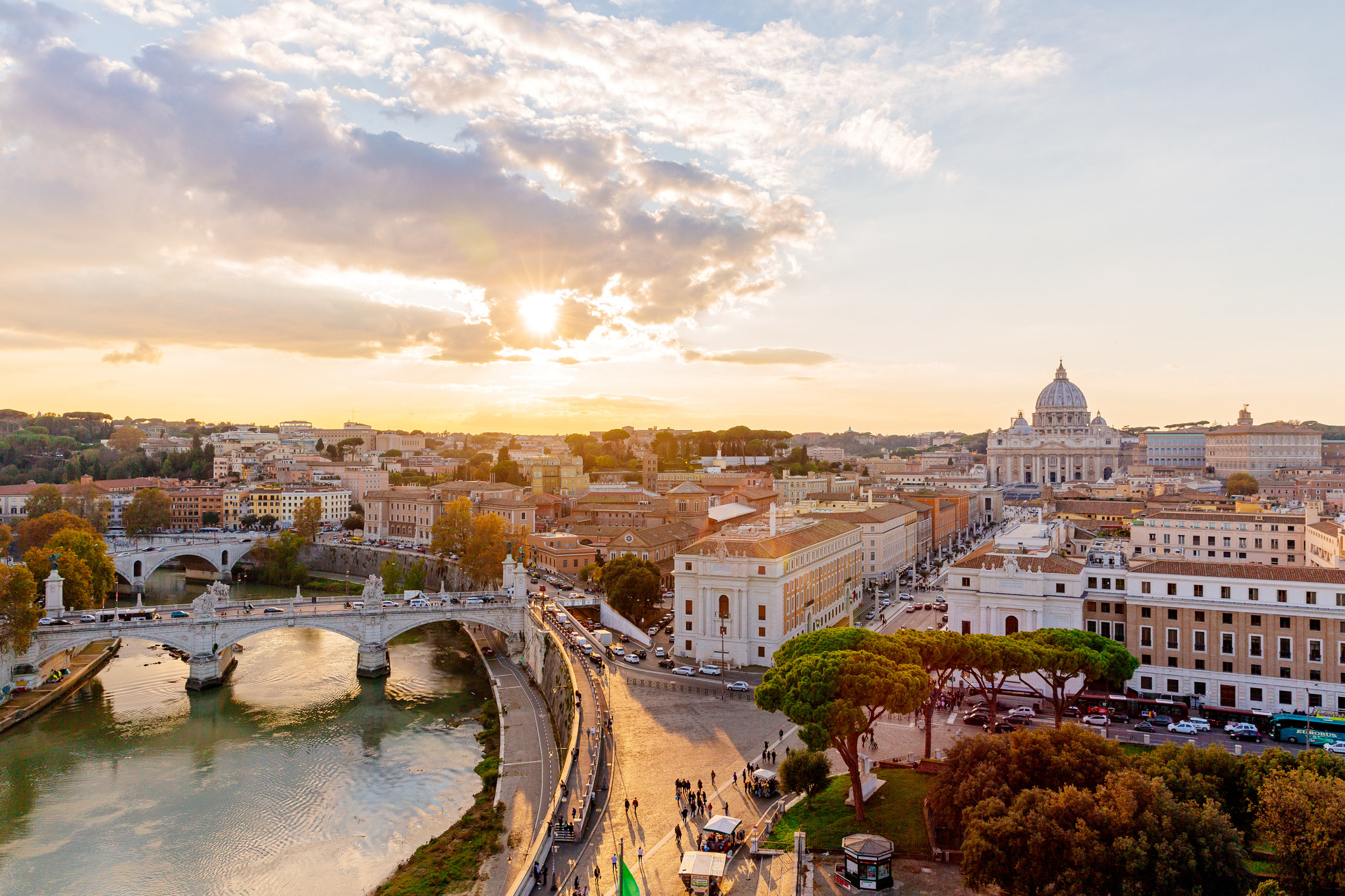 A landscape of Rome and the Tiber River.