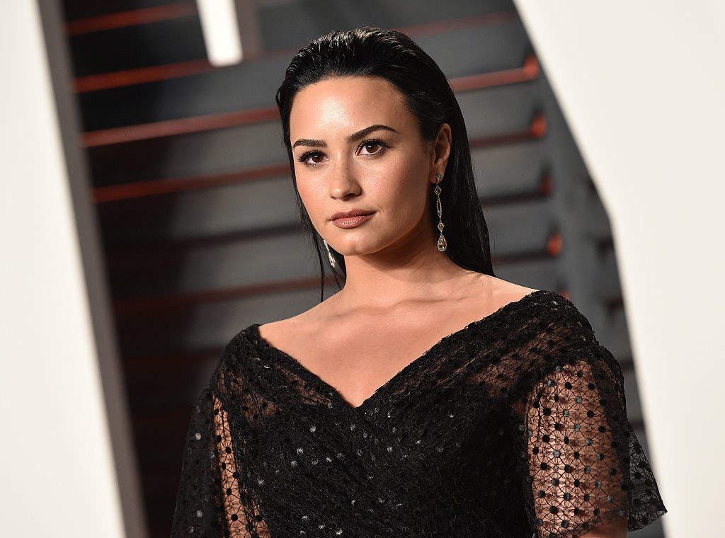 Demi Lovato arrives at the 2016 Vanity Fair Oscar Party Hosted By Graydon Carter at Wallis Annenberg Center for the Performing Arts