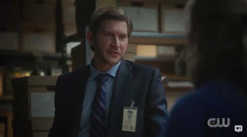 """Glen talking to Betty in """"Riverdale"""""""