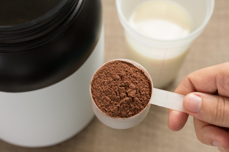 Serving of protein powder