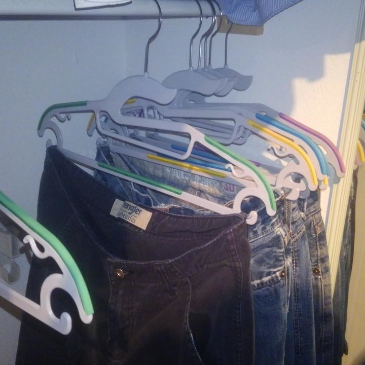 reviewer image of jeans hanging from their belt loops on Jeronic non-slip hangers