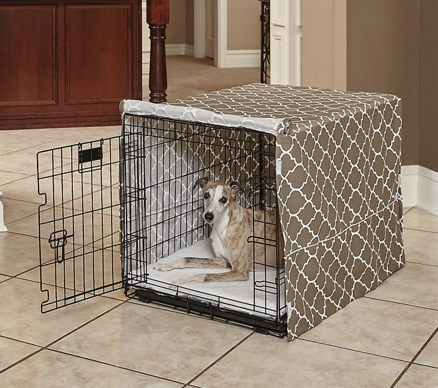 The crate cover in a geometric pattern