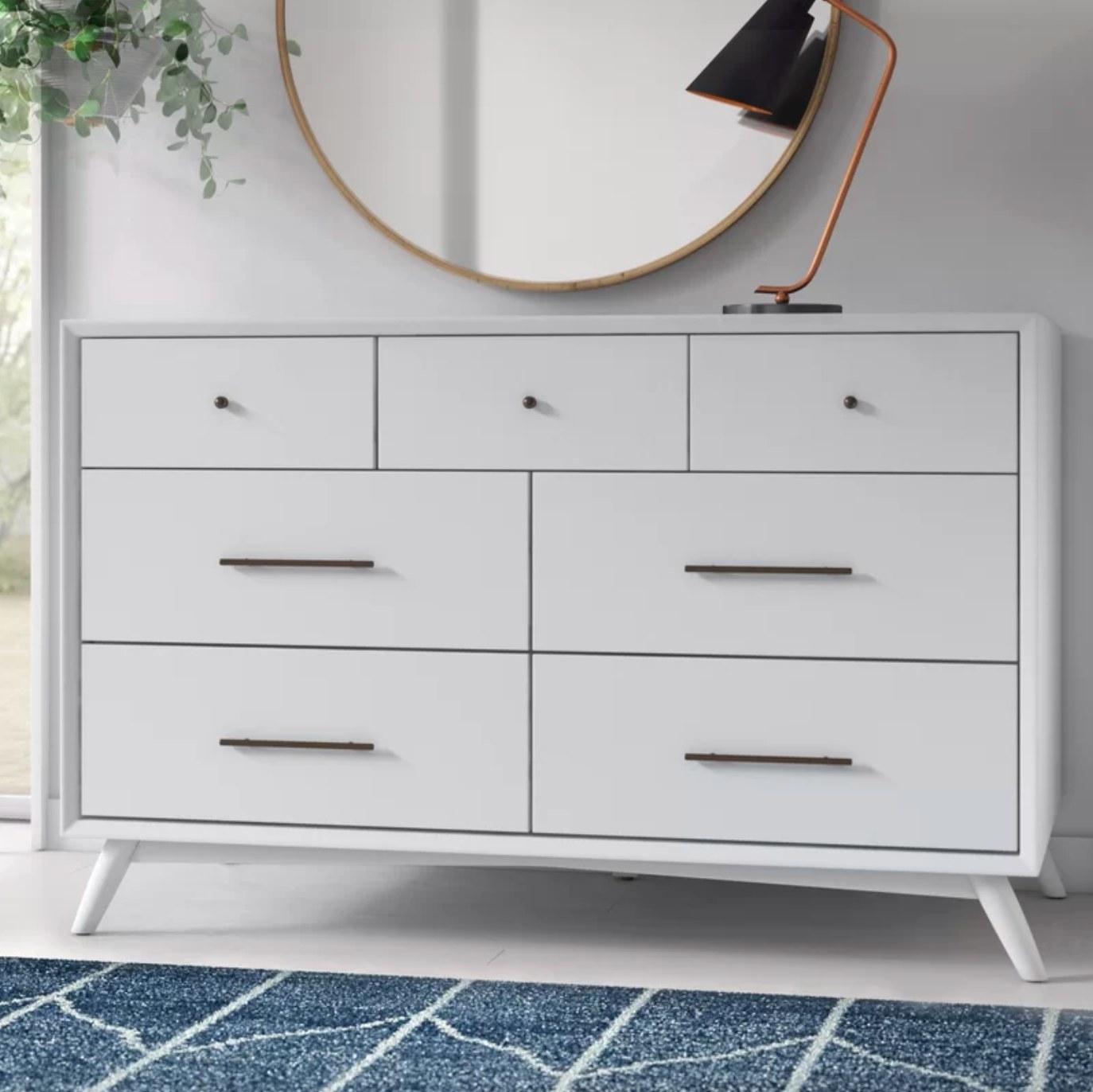 The seven drawer dresser in white