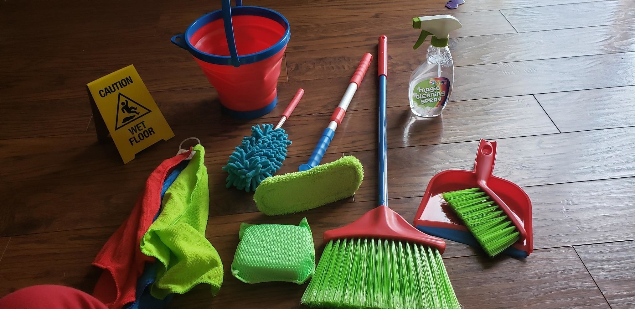 a reviewer's image of the full cleaning set