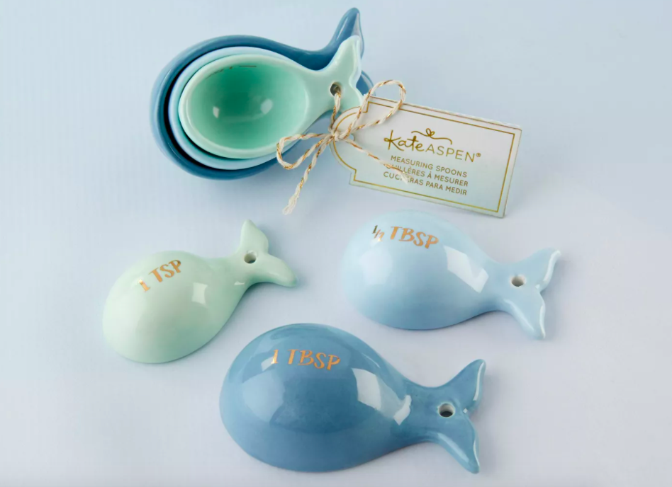 The whale-shaped measuring spoon set