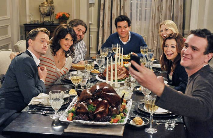 The cast of How I Met Your Mother at Thanksgiving dinner