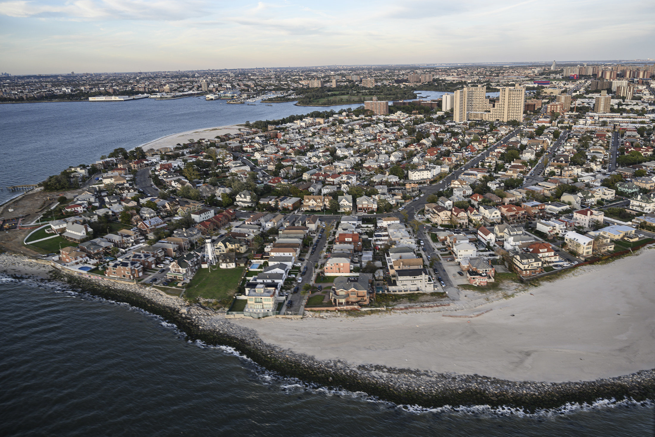 A large neighborhood right next to the shoreline