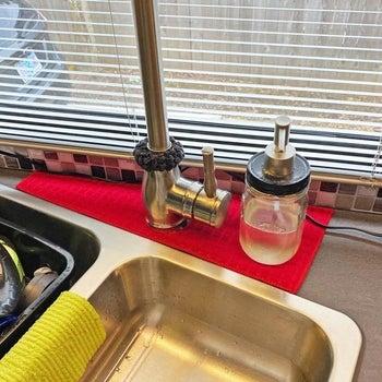 red absorbent mat around a kitchen faucet