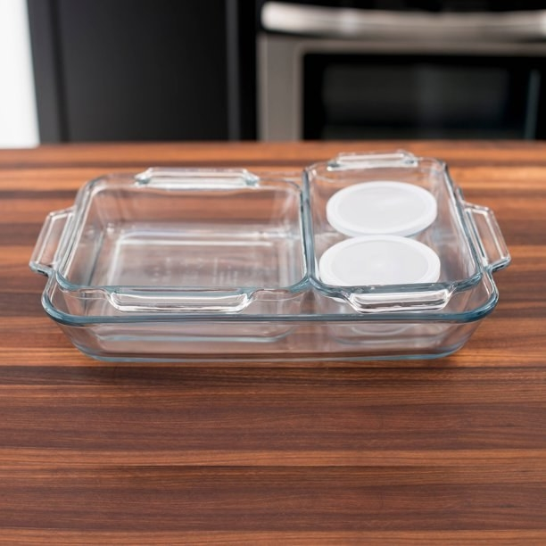 The set of glass baking containers