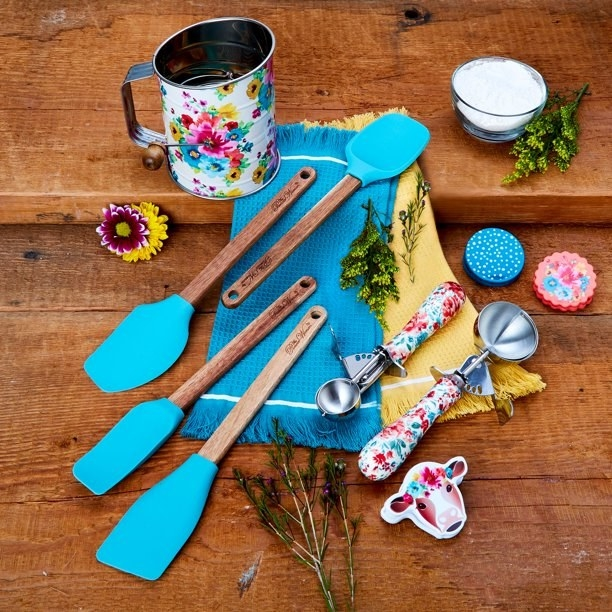 The baking set, which has brightly colored spatula surfaces and patterned scooper handles