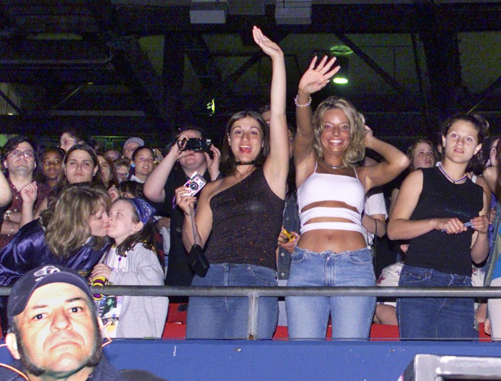 girls dancing at a concert