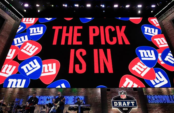 """Screen that says """"the pick is in"""""""