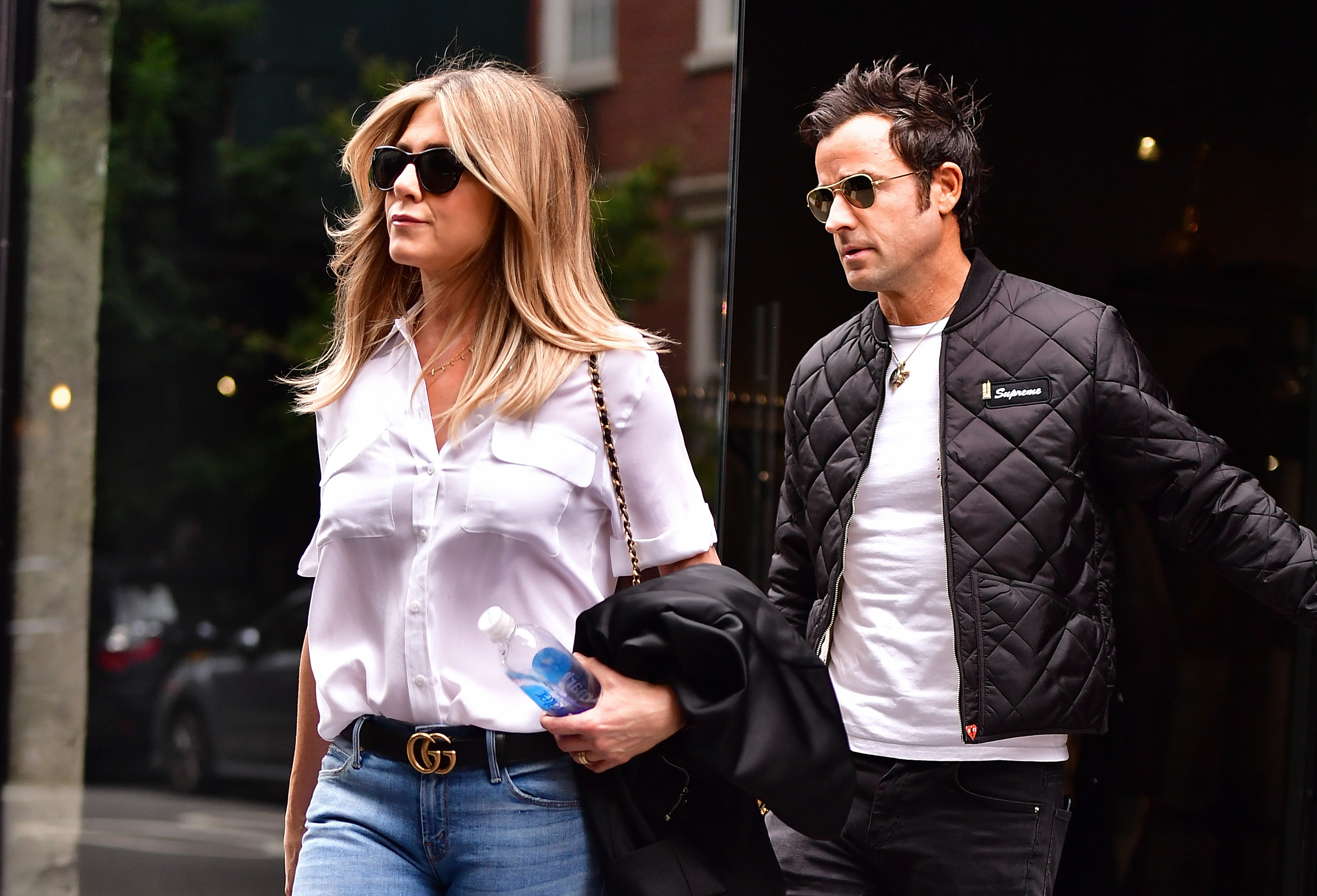 Theroux and Aniston on the streets of Manhattan in 2016