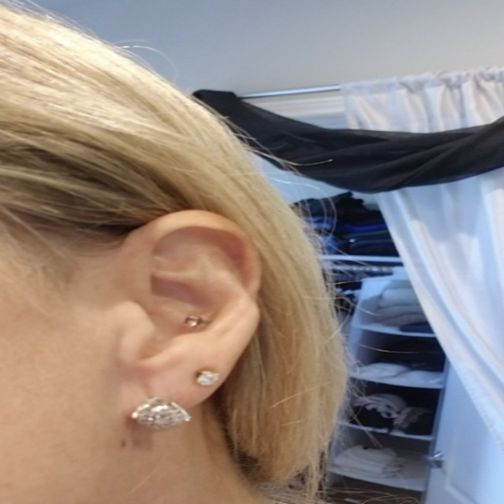 reviewer's stud earring drooping