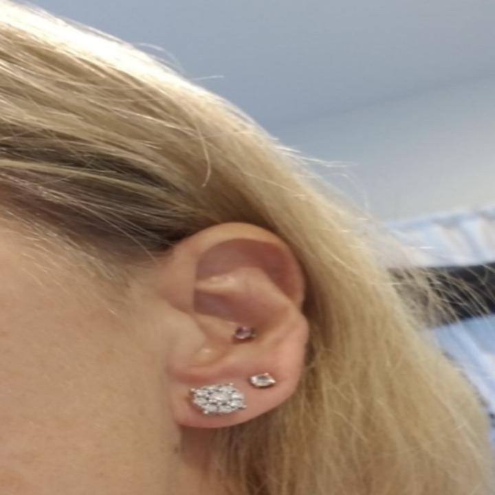 reviewer's stud earring perk