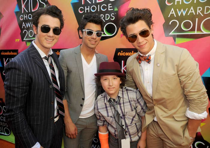 Kevin Jonas, Joe Jonas and Nick Jonas of Jonas Brothers with brother Frankie Jonas arrive at Nickelodeon's 23rd Annual Kids' Choice Awards