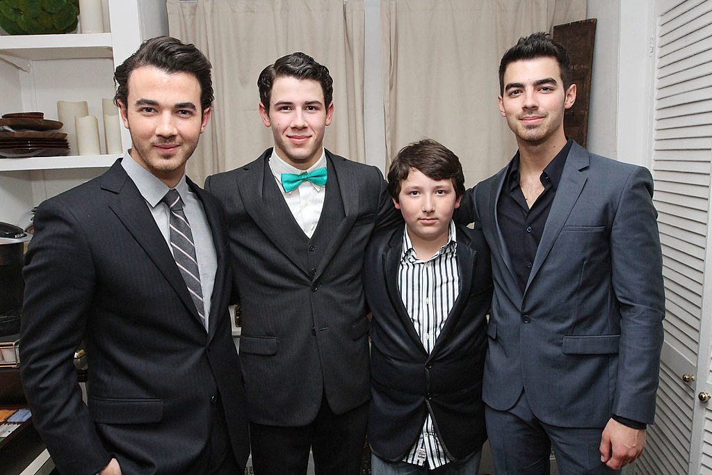 "(L to R) Kevin Jonas, Nick Jonas, Frankie Jonas and Joe Jonas backstage after Nick Jonas' debut in ""How To Succeed In Business Without Really Trying"" on Broadway"