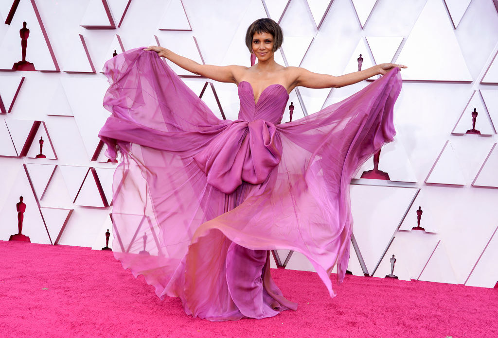 Halle wore a strapless gown with a sweetheart neckline