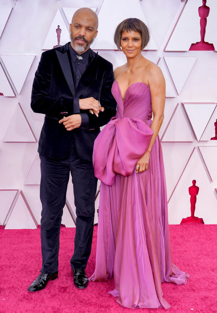 (L-R) Van Hunt and Halle Berry attend the 93rd Annual Academy Awards
