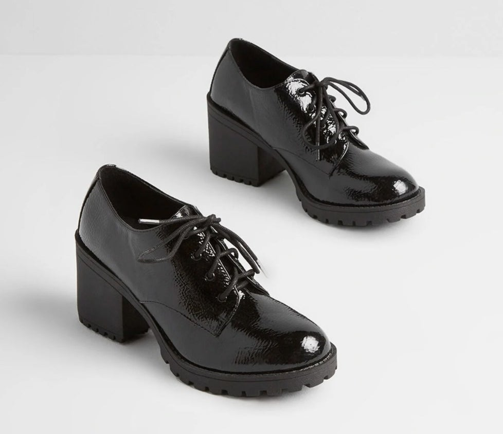The oxford heel in black patent faux-leather