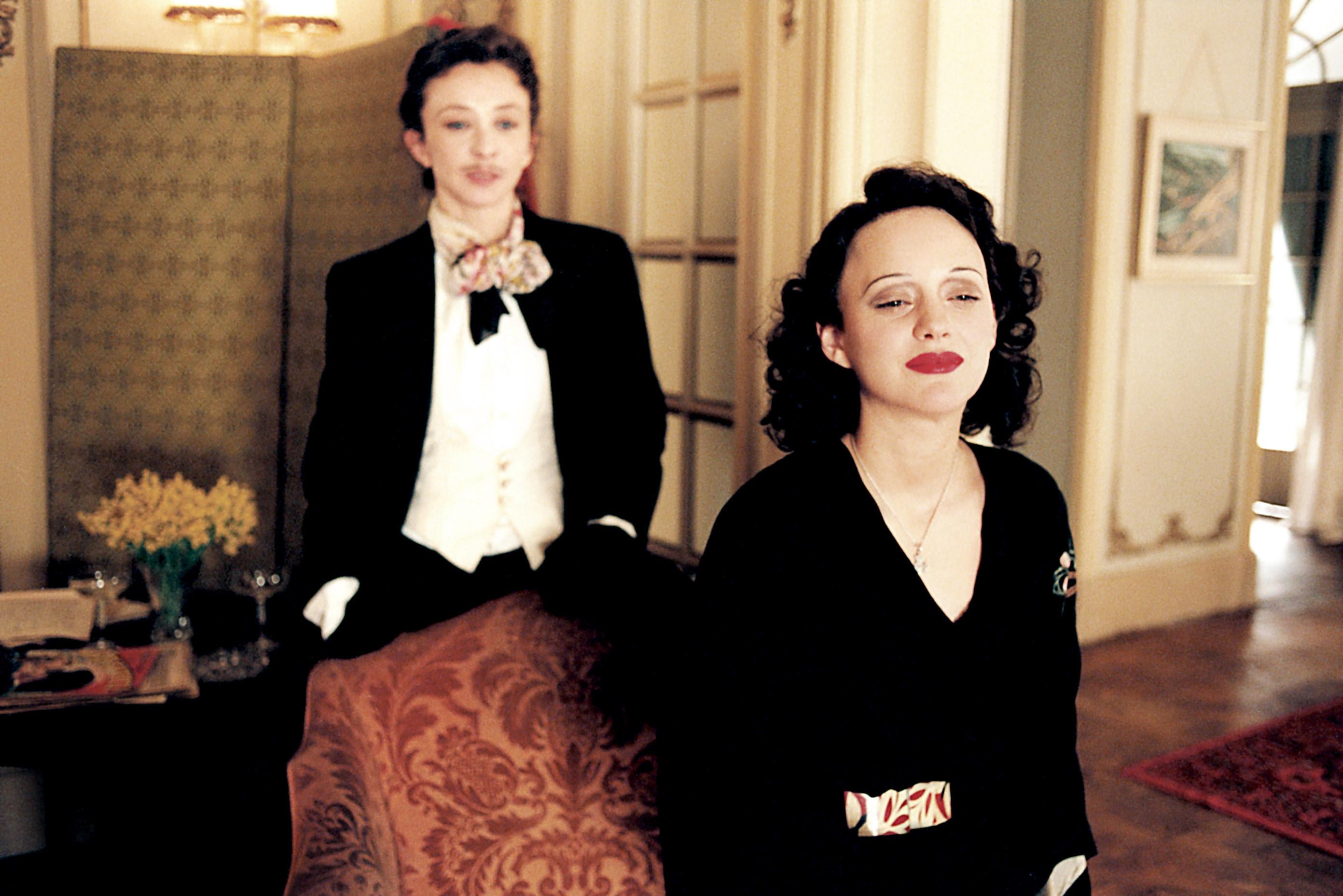 Marion Cotillard as Edith Piaf and costar in La Vie en Rose