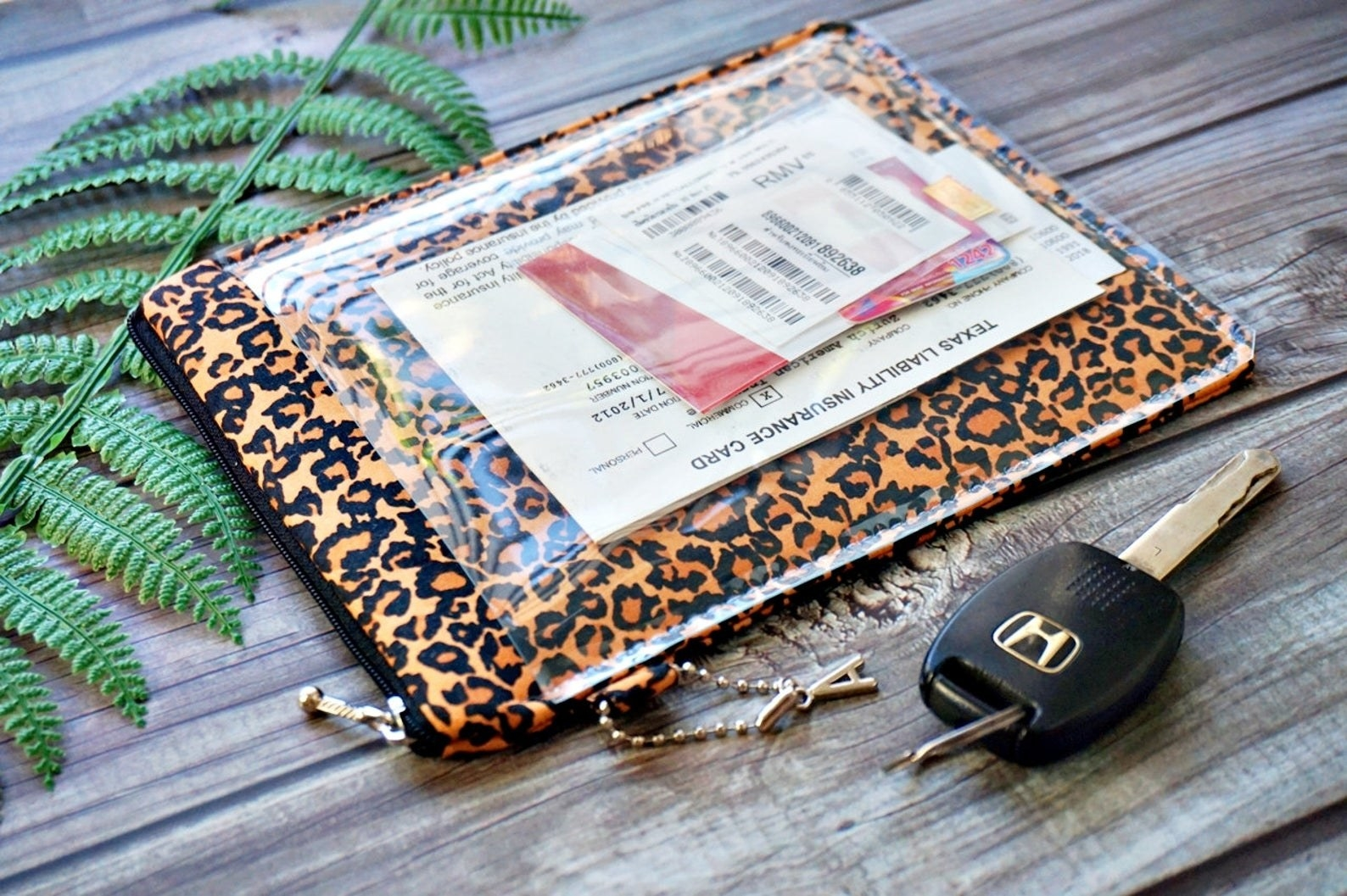 the transparent window case holder in leopard print