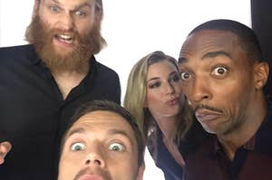 Wyatt,Sebastian,Emily和Anthony制作有趣的面孔
