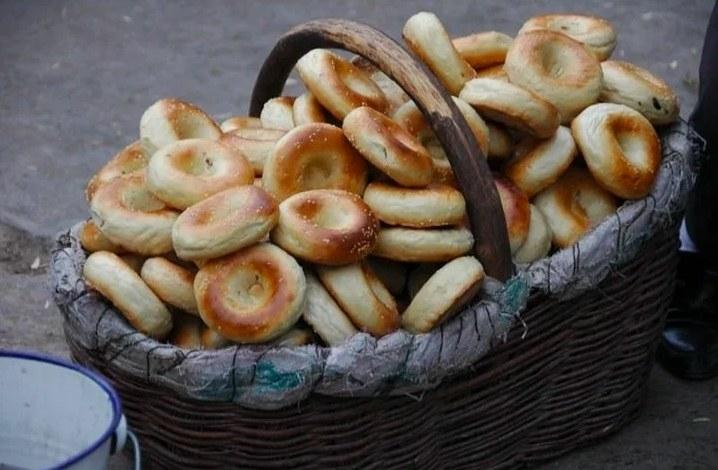 A basket of Uyghur bagels