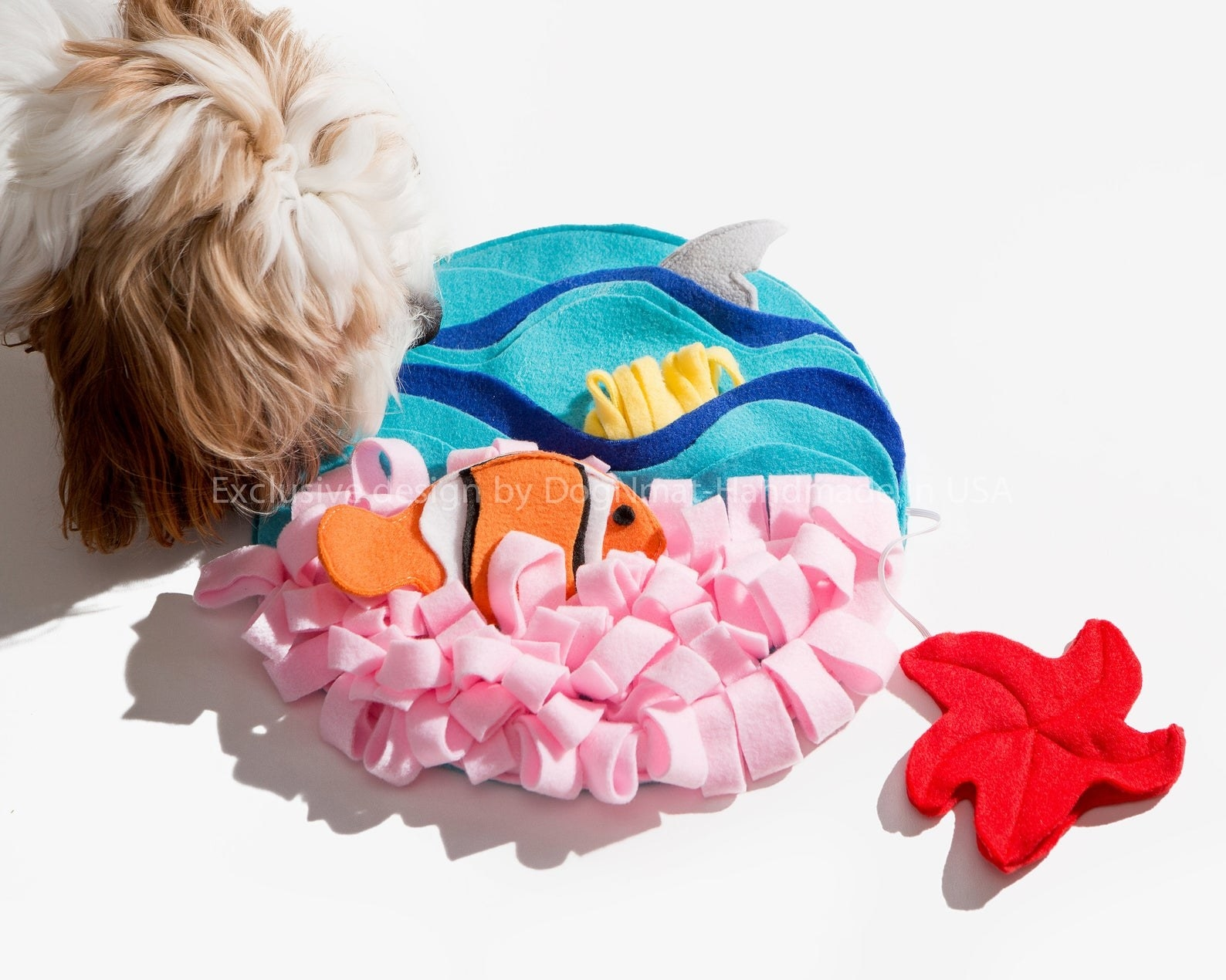 The circular mat with felt fish and anemone