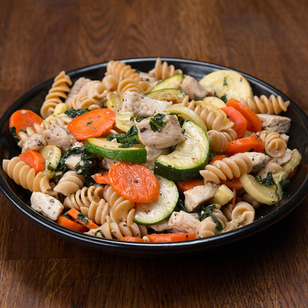 Meal Prep Garlic Chicken and Veggie Pasta