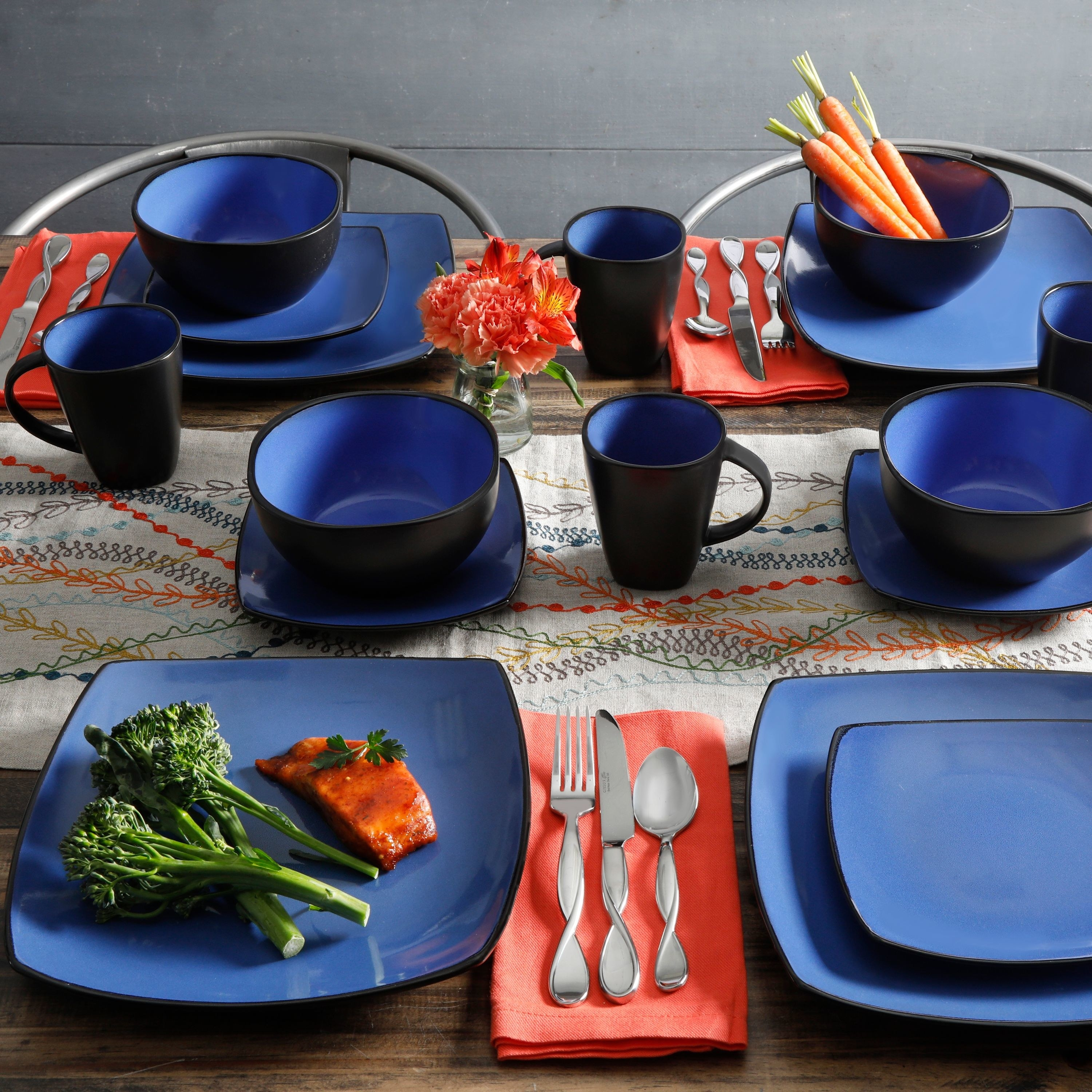 A blue set of stoneware for your kitchen