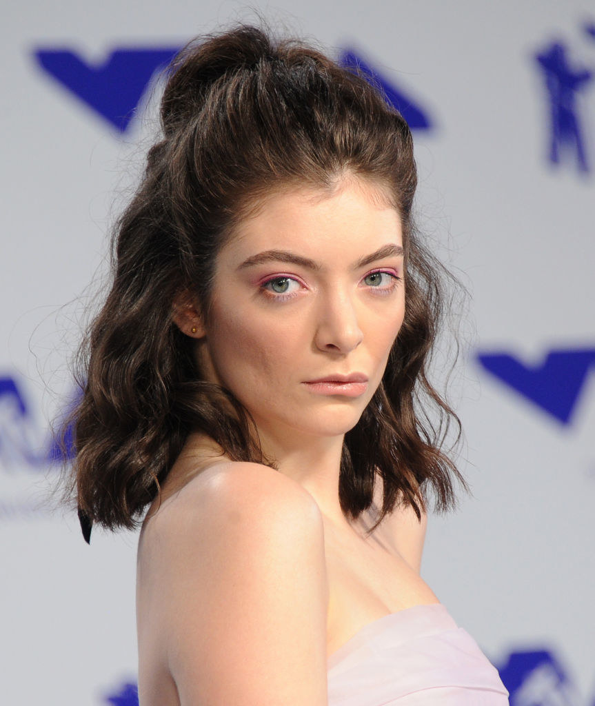 Lorde in a strapless outfit